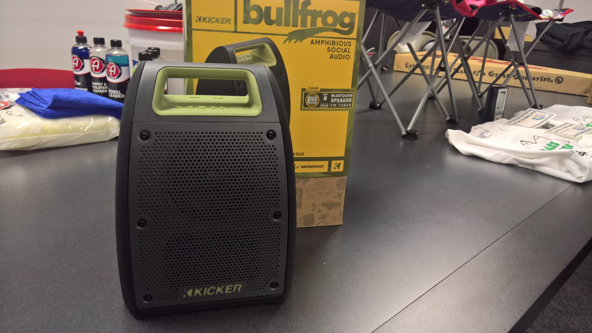 Kicker Bullfrog Bluetooth Loud Speaker with FM Tuner