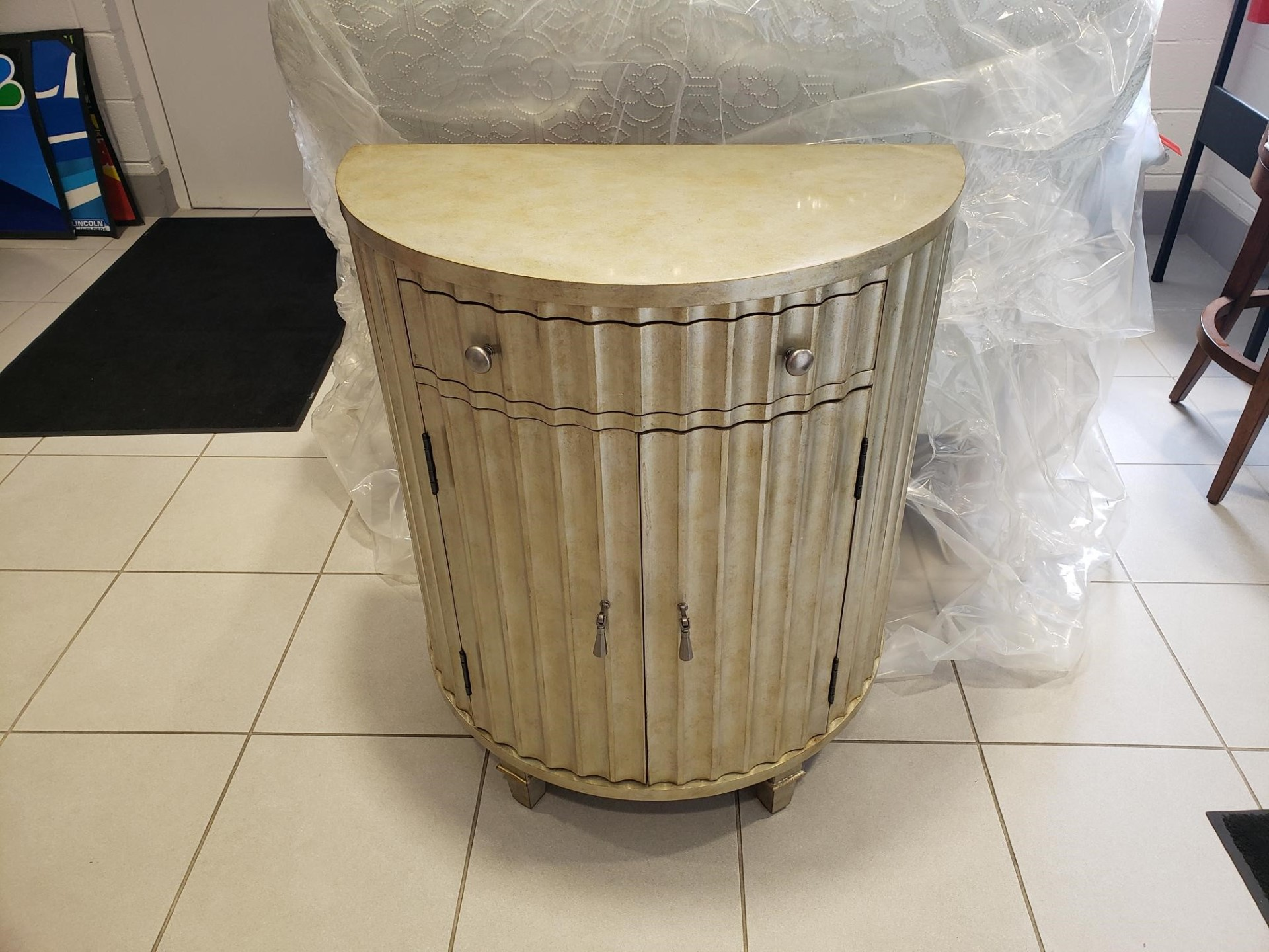 Hooker Furniture Accent Table